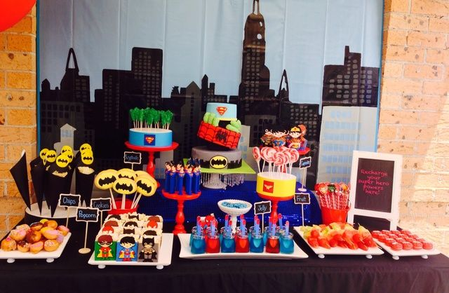 Superhero Theme Table