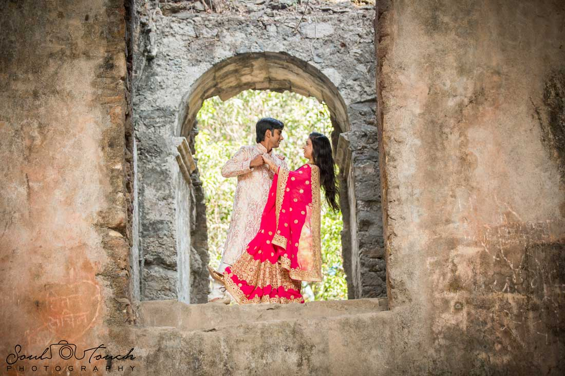 7 Different Poses To Make Your Pre Wedding Photo Shoot