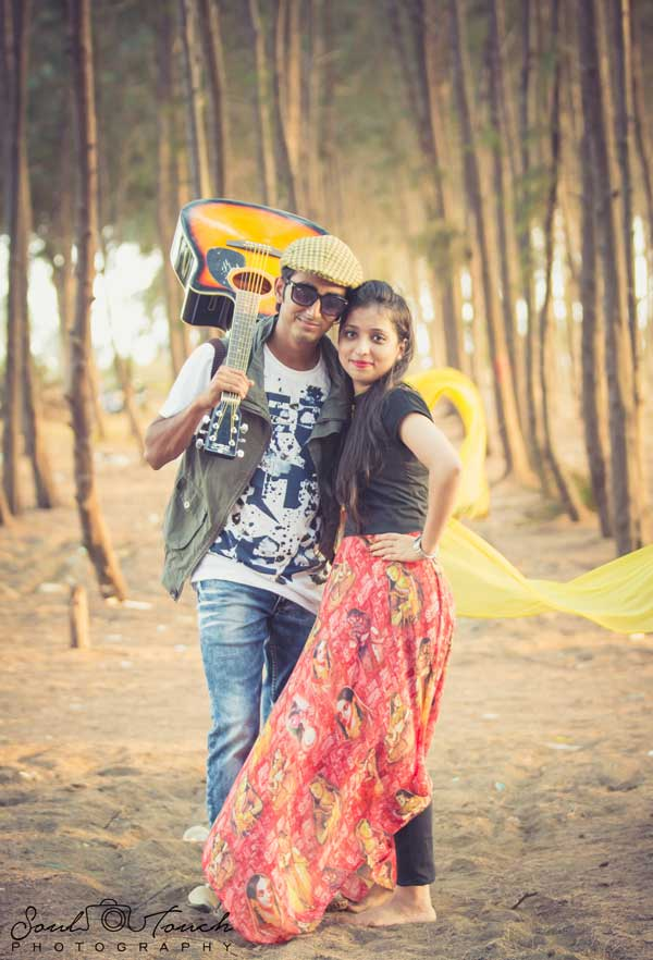 7 Different Poses To Make Your Pre-Wedding Photo Shoot