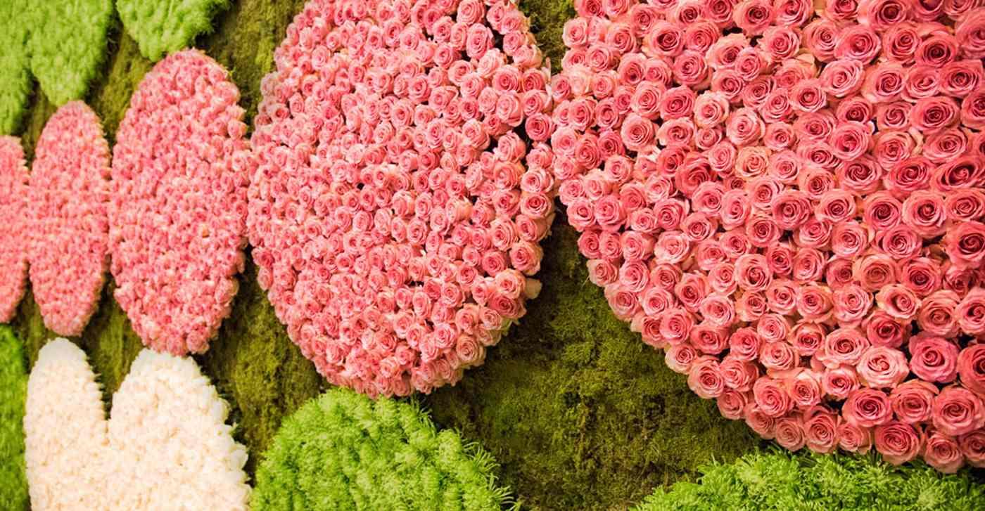 circular-pink-roses-backdrop-wedding-photo-booth