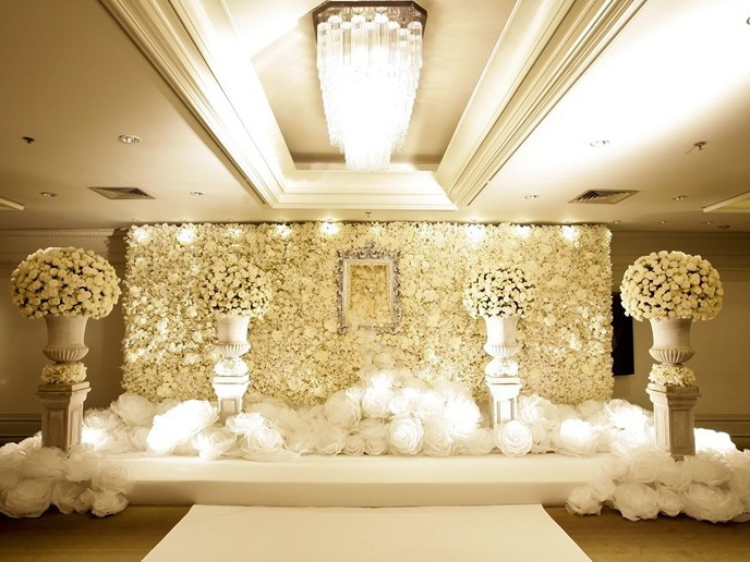 floral-white-roses-wedding-stage-backdrop