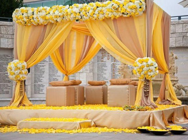 yellow-white-roses- mandap wedding prop
