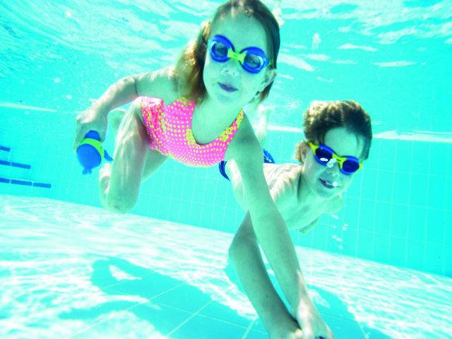 deuce swimming pool party games