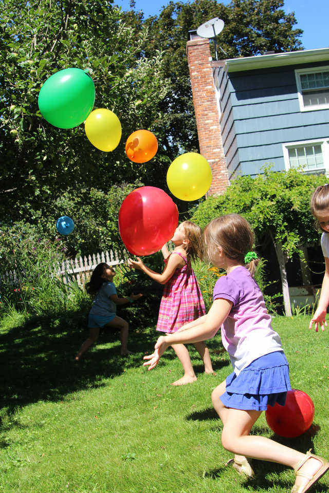 defy-gravity-baloon-get-together-party-game