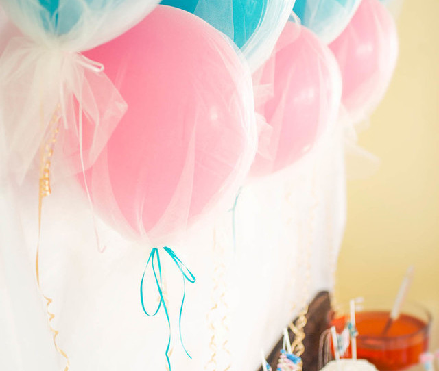 11 easy and creative balloon decor ideas to rock your birthday for Balloon decoration book