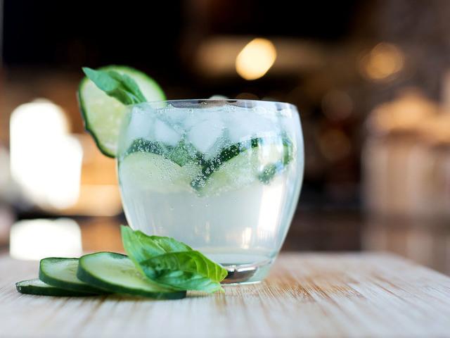 diy cocktail recipes gin cucumber basil smash
