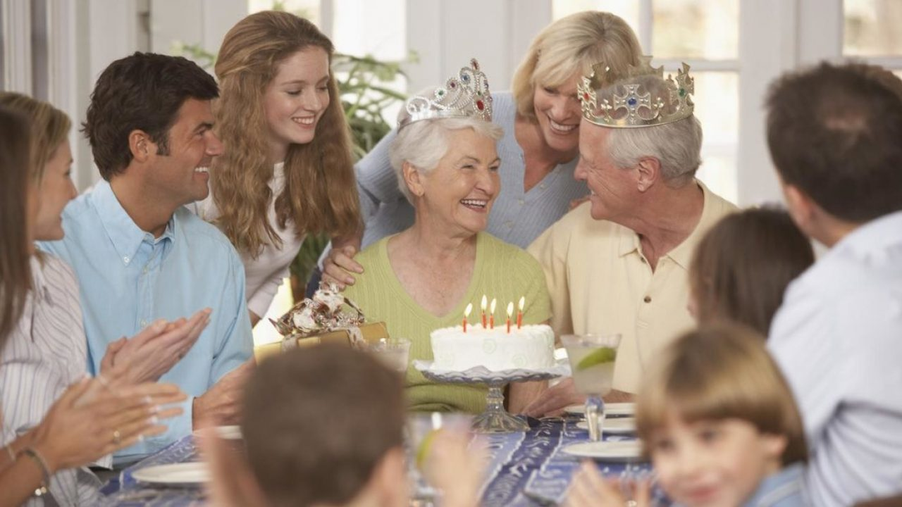 5 Ideas To Organize A Surprise 25th Wedding Anniversary Party