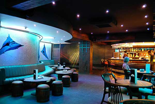 lustre lounge cocktail party places in Pune
