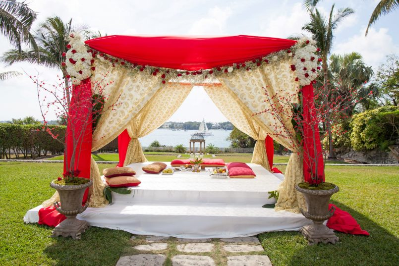 atlantis-indian-wedding-ceremony-mandap-outdoor