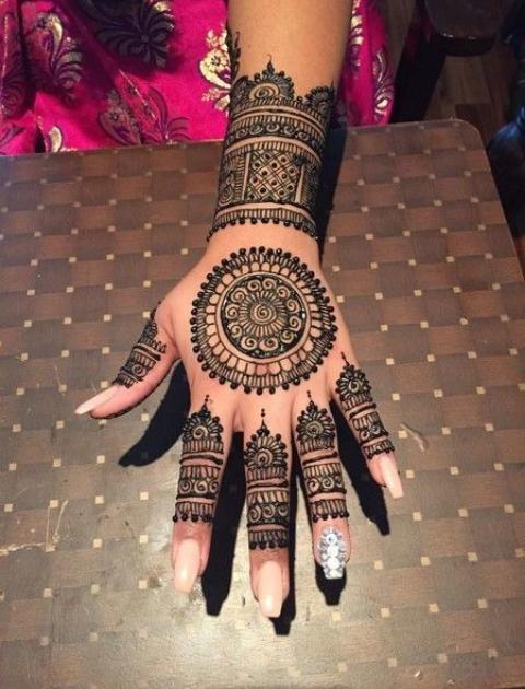Minimalist mehendi, simple mehndi design, bridal mehendi designs, trending bridal mehendi designs