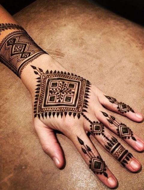 Mehndi design, henna designs, trending bridal mehendi designs