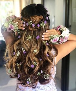 wavy open hair with flowers image