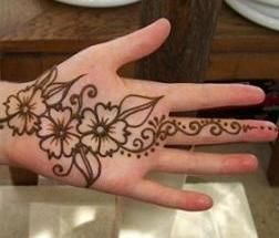 mehendi designs for kids _ palm simple