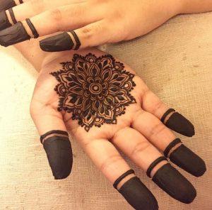 mehendi designs for kids _ palm elaborate center