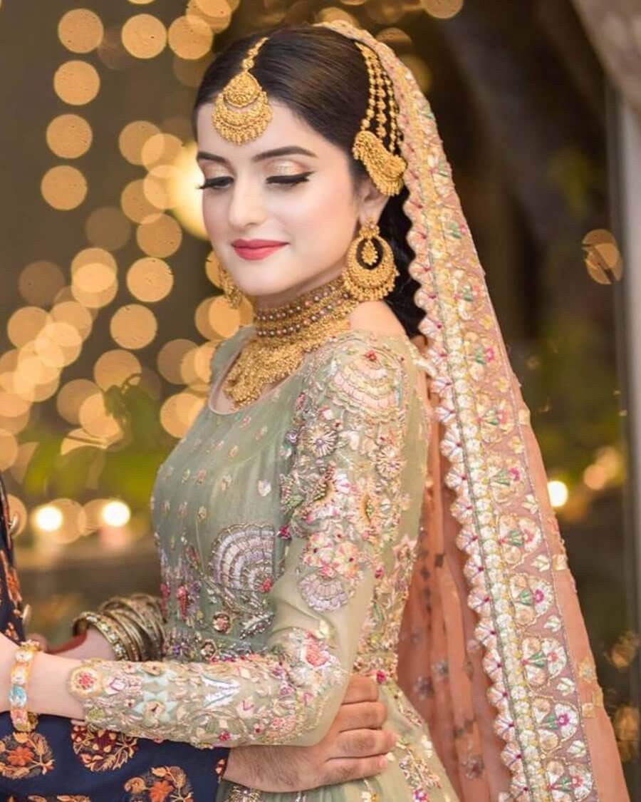A newly-wedded bride with her Jewelry Set