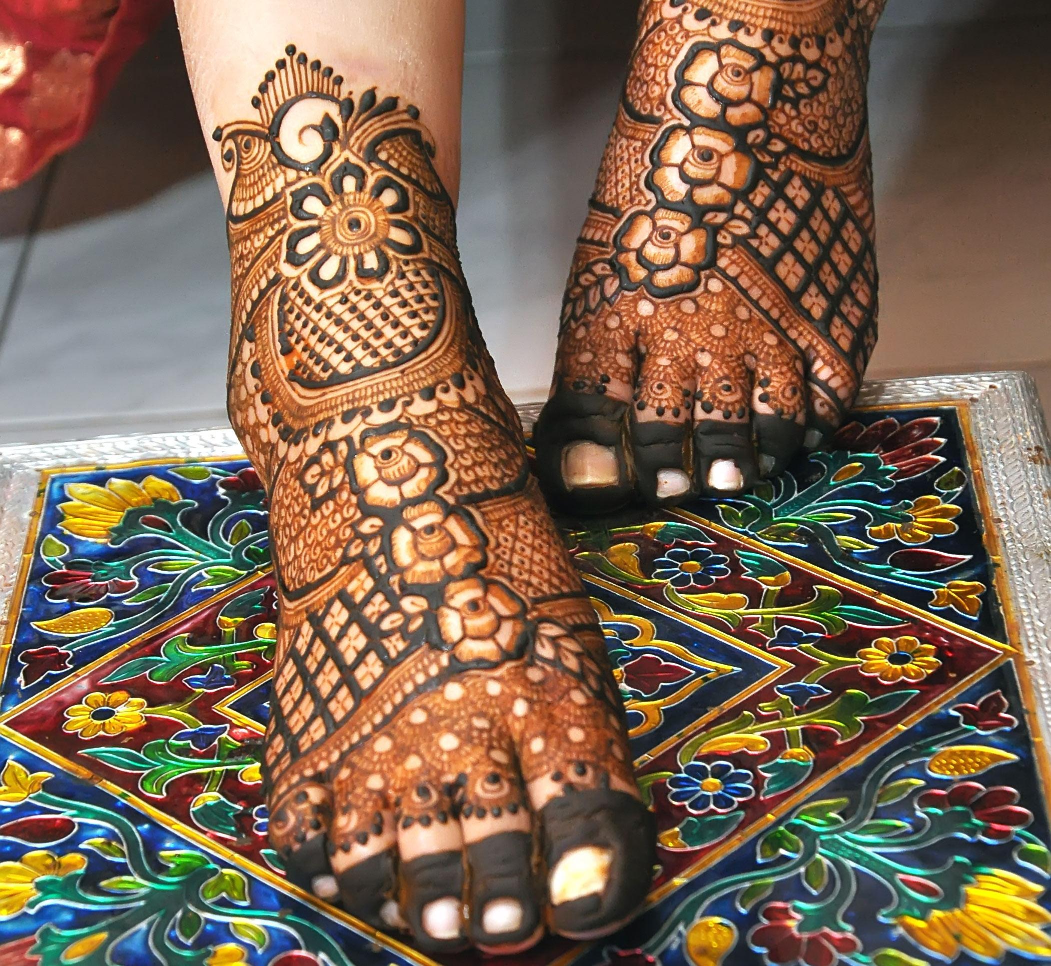Floral Bridal Leg Mehndi