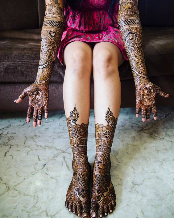 Intricate Dulhan Mehndi Designs for Legs