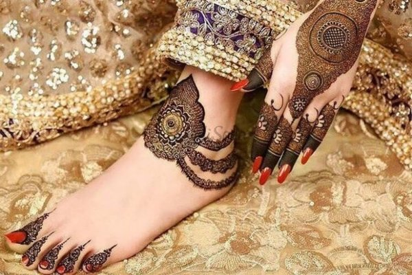 Jewelry Pattern Mehandi Design for Legs for Bride