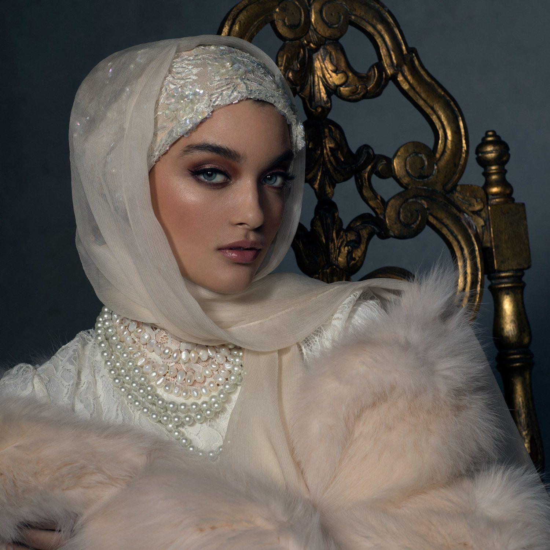 A Muslim bride showing off her gorgeous Bridal Veil headpiece