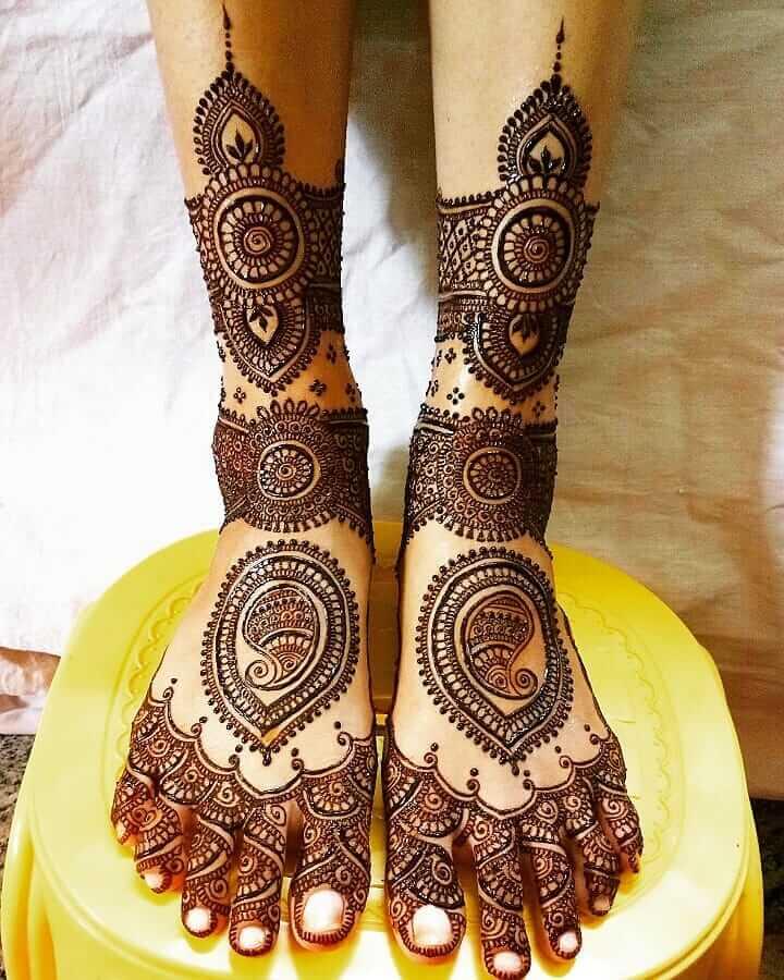 Paisleys Wedding Mehndi Designs for Legs