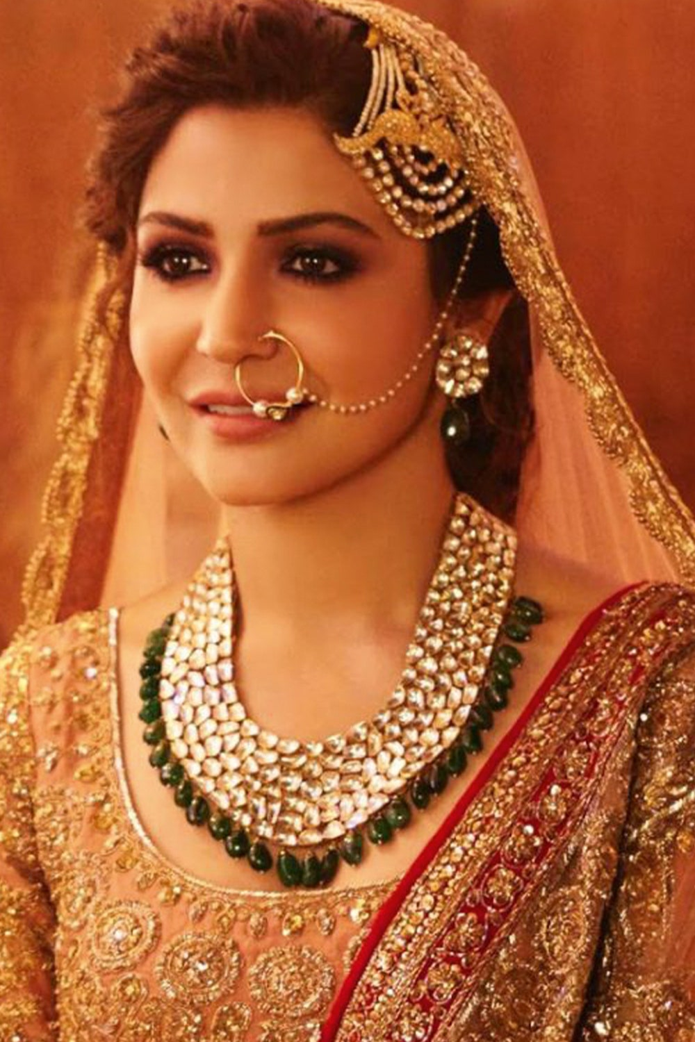 Muslim bridal jewellery Pasa or Jhumar plays a great role in enhancing the look of the bride.