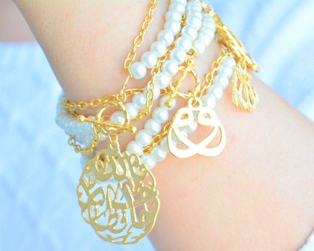 For a minimal look, choose muslim bridal bracelet that gives a sleek look.