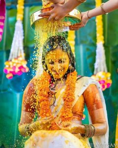 A traditional picture has always outstand. So, if you are following some ritual on haldi function then it must be included on the photograph. And it will look beautiful on photographs as well.