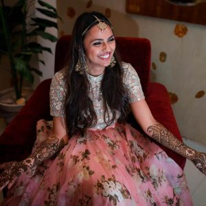 Hairstyle for Mehendi at Home
